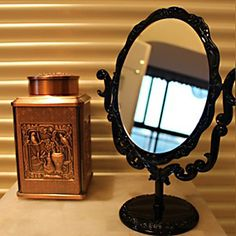 Retro Round Acrylic Double Dial Tabletop Mirror