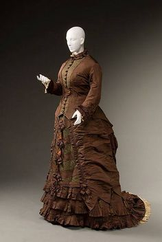 Day dress, 1879-80. From Historic Deerfield.