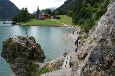 Gaisalm, wandeling vanuit Pertisau naar Achenkirch (8,7km) loopt geheel langs de Achensee. Halverwege deze tocht ligt de Gaisalm.