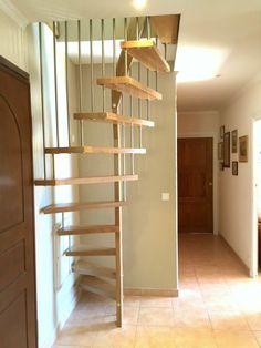 L'échelle de meunier pour gagner de la place : le bon choix Les échelles de meunier sont un type d'escalier très ancien, toujours utilisé aujourd'hui car t...