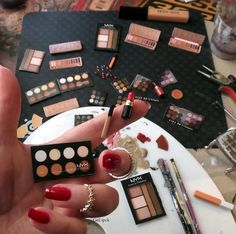 Miniature Makeup Products By Gül ipek 2016 - miniature dolls Miniature Crafts, Miniature Food, Miniature Dolls, Diy Dollhouse, Dollhouse Miniatures, Mini Choses, Couleur L Oreal, Barbie Dolls Diy, Barbie Doll Accessories