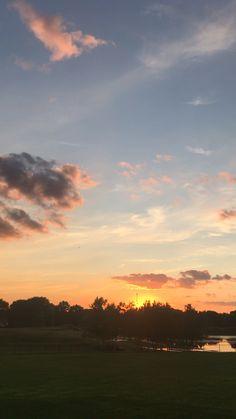 Pretty Sky, Beautiful Sky, Beautiful Landscapes, Beautiful World, Beautiful Pictures, Sky Gif, Sky Aesthetic, Sunset Sky, Amazing Nature