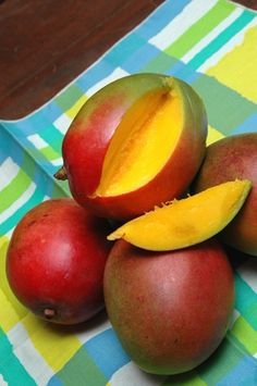 El mango. My favorite fruit omg its so hard to find in Oklahoma City. Definitely not a good place for Caribbeans