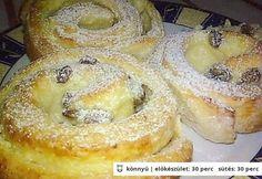 Túrós-pudingos csiga Hungarian Recipes, Cookie Cups, Sweet Pastries, Sweet Cakes, No Bake Cake, Doughnut, Croissant, Bakery, Deserts