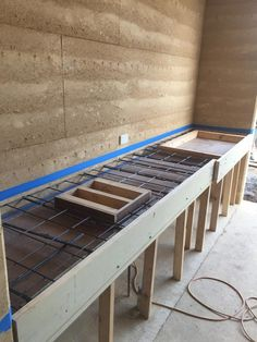 Rammed earth houses: Olnee Constructions' under construction image gallery Rammed Earth Homes, Rammed Earth Wall, Prefab Cabins, Prefab Homes, Building A House, Building Design, Construction Images, Earth Design, Natural Building