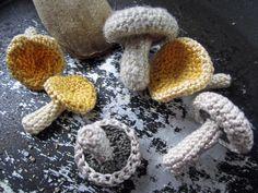 DIY Simple Crochet Mushrooms ~☆~ Teresa Restegui http://www.pinterest.com/teretegui/   ~☆~
