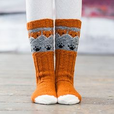 Inspired by the dainty lilac flower and starting with a scalloped edge, these socks are knit from the cuff down and embellished with flowers created b Knitting Charts, Knitting Socks, Hand Knitting, Knitting Patterns, Crochet Patterns, Knit Socks, Fox Socks, Fox Pattern, Crazy Socks