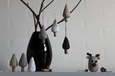 Hæklede juletræer Crochet Tree, Crochet Bunting, Crochet Christmas Trees, Diy Christmas Tree, Christmas Sweaters, Christmas Mix, Nordic Christmas, White Christmas, Crochet Designs