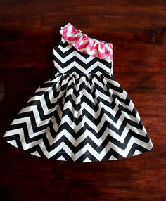 Punk Rock Chevron One Shoulder DressPink and Black by EvabelleBaby Baby Girl Frocks, Frocks For Girls, Dresses Kids Girl, Kids Outfits, Baby Dresses, Kids Frocks Design, Baby Frocks Designs, Vestidos Sport, Danielle Victoria