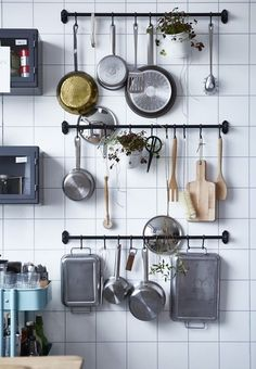 Use this practical space-saving storage solution in the kitchen for your kitchen utensils. Get more small kitchen ideas here.