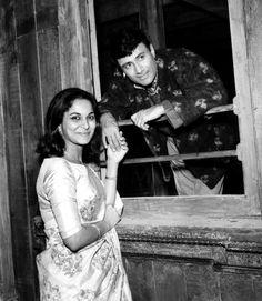 Two of my favourites in a single frame! I remember Waheeda Rehman & her effortless wearing of Sarees in the movie Guide. Dev Anand the… Rekha Actress, Old Actress, Best Actress, Bollywood Cinema, Bollywood Stars, Vintage Bollywood, Indian Bollywood, Indian Celebrities, Bollywood Celebrities