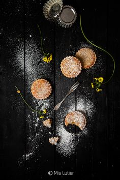 lemon and almond tartlets Dark Food Photography, Cake Photography, Chinese Moon Cake, Cake Festival, Chocolate Pictures, Coffee Cookies, Black Food, Cooking Ingredients, Creative Food