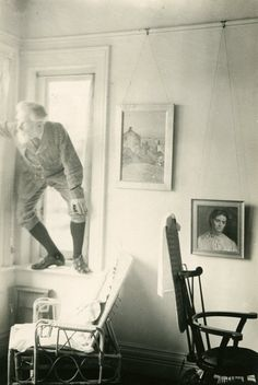 """""""George Bernard Shaw - Self portrait"""" England - Hertfordshire, village of Ayot St. Old Pictures, Old Photos, Vintage Photos, Moon Knight, Book Writer, Book Authors, Books, George Bernard Shaw, Writers And Poets"""