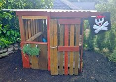 Children's playhouse made of pallets Kinderspielhaus aus Paletten Children's playhouse made of pallets Pallet Playhouse, Pallet Shed, Pallet House, Garden Shed Diy, Herb Garden Pallet, Garden Care, Childrens Playhouse, Living Fence, Most Beautiful Gardens
