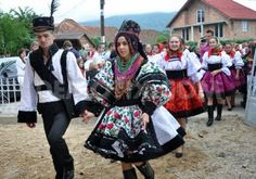 Celebration of a traditional Romanian wedding in traditional dresses at July, in Gherta Mica, Romania Folk Costume, Costumes, Romanian Wedding, Village Festival, Traditional Dresses, Traditional Weddings, People Of The World, Wedding Attire, New Trends