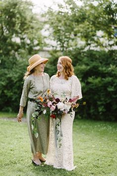 This bride and her mom have vintage boho style down | Image by Moment Studio
