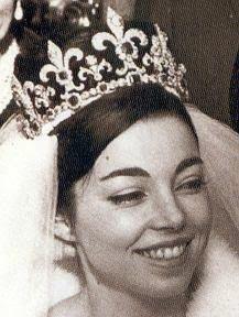 La aristrócrata española,  Margarita Gómez-Acebo, luciría la tiara de las flores de lis el día de su boda con el Rey Simeón de Bulgaria. Bulgaria: Tiara de las Flores de Lis