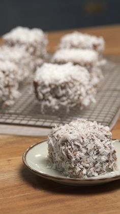 Easy moist homemade chocolate cake that can be mixed in just 10 minutes Lamington Cake Recipe, Lamingtons Recipe, Dessert Simple, Sweet Recipes, Cake Recipes, Dry Coconut, Indian Dessert Recipes, Australian Food, Köstliche Desserts