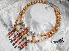 Sommersonnenwende von Bastel-DW-Fee auf DaWanda.com Diese Statement-Kette im Vintagestil wurde in liebevoller Handarbeit hergestellt.  Verwendete Materialien :  -Draht -Gliederkette -Karabiner -Quetschkalotten -Biegeringe -Metallic Perlen -Acryl Wachs Perlen -Perlenkappen -Spacer -Fac. Acryl Perlen -Kettelstifte -Anhänger -S-Kristall Perlen -Acryl Perlen