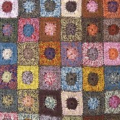 Transcendent Crochet a Solid Granny Square Ideas. Inconceivable Crochet a Solid Granny Square Ideas. Crochet Square Patterns, Crochet Squares, Granny Squares, Crochet Granny, Crochet Designs, Crochet Circles, Knitting Patterns, Manta Crochet, Crochet Art