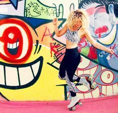 Express yourself!  #art #mural #liferolls #keepingitwheel #moxiskates #moxirollerskates #wheelyfuntime #style repost @peggy_pollock by moxirollerskates