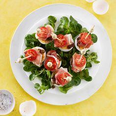 Ei met tapenade, tomaat en serranoham