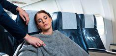 Sexo no avião é difícil, mas rola: comissários contam histórias picantes
