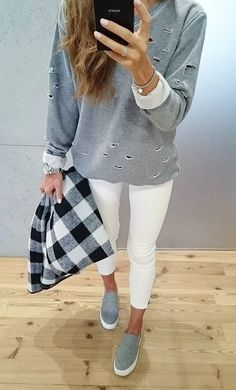 #fall #style Grey Sweater // Cropped Jeans // Grey Sneakers