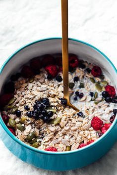 Muesli, aka raw oatmeal, came into my life several years ago on a business trip. I was looking for the healthiest. Vegetarian Breakfast, Healthy Breakfast Recipes, Brunch Recipes, Healthy Breakfasts, Healthy Recipes, Breakfast Club, Breakfast Dishes, Nutritious Snacks, Healthy Snacks