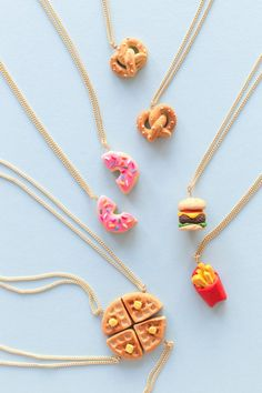 16 New Ideas For Gifts Bff Diy Ideas Friendship Necklaces Cute Polymer Clay, Cute Clay, Fimo Clay, Polymer Clay Projects, Polymer Clay Charms, Polymer Clay Creations, Polymer Clay Jewelry, Clay Crafts, Felt Crafts