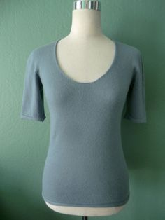 ARMANI COLLEZIONI CAMBRIDGE BLUE 100% CASHMERE SHORT SLEEVE SWEATER ITALY Size 6 #ArmaniCollezioni #ScoopNeck