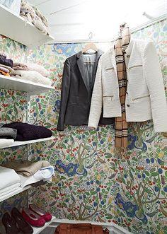 Stadshem - Josef Frank wallpaper in closet Josef Frank, I Wallpaper, Interior Inspiration, Primary Colors, Mall, Modern Design, Scandinavian Interiors, Home, Bedrooms