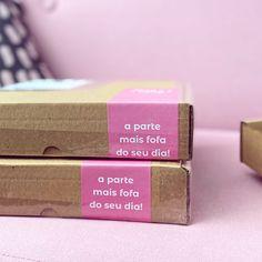 A parte mais fofa do seu dia. Caixa de correio. Design Candle Packaging, Box Packaging, Diy Notebook Cover, Book Necklace, Le Shop, Cosmetic Design, Cosmetic Packaging, Tag Design, Diy Embroidery