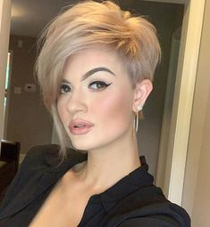 """How to style the Pixie cut? Despite what we think of short cuts , it is possible to play with his hair and to style his Pixie cut as he pleases. For a hairstyle with a """"so chic"""" and pointed… Continue Reading → Great Haircuts, Round Face Haircuts, Short Pixie Haircuts, Haircuts With Bangs, Pixie Hairstyles, Short Hairstyles For Women, Latest Hairstyles, Popular Hairstyles, Short Hair Cuts For Women Pixie"""