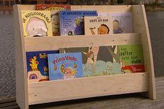 Prentenboekenrekje maken? | Eigen Huis & Tuin Diy Furniture Tutorials, Woodworking Projects Diy, Diy Projects, Pallet Crafts, Wood Crafts, All Craft, Reading Nook, Kids Room, Nursery