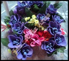 Passo a passo da flor princesa em e.v.a  http://inovartartesanatosemeva.blogspot.com.br/2013/01/passo-passo-flor-princesa-em-eva-flor.html