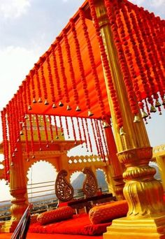Trendy wedding indian decoration mandap hanging flowers 37 ideas You are in the right place about wedding parties pictures Here we offer you the most beautiful pictures about the wedding parties outfi Marriage Decoration, Wedding Stage Decorations, Wedding Mandap, Backdrop Wedding, Wedding Venues, Wedding Draping, Wedding Flowers, Wedding Reception, Wedding Dresses