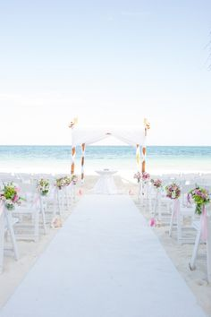 Mexico wedding at Dreams Riviera Maya. Photography by Style Art Life Photography / styleartlife.com, Floral Design by Flores Julieta /