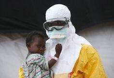 O fotógrafo John Moore (Getty Images) foi para a Libéria no auge da epidemia do ebola e registrou a luta das pessoas contra o vírus.                                                                                                                                                                                 Mais