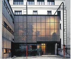 Pierre CHAREAU - La Maison de verre 1928-1932 - Rue St Guillaume, Paris (STYLE INTERNATIONAL)