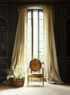 "petitpoulailler: ""interiorstyledesign: Long curtains """