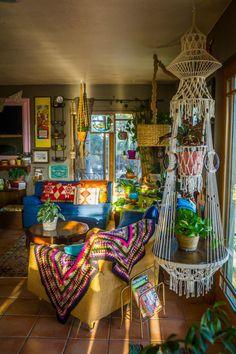 hippie home decor Dreamy bohemian house with best of exterior interior decor ideas 5 Bohemian House, Bohemian Decor, Hippie House Decor, Vintage Bohemian, Bohemian Style Rooms, Hippie Bedroom Decor, Gypsy Decor, Boho Home, Bohemian Interior