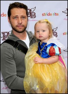 jason priestley with his daughter Best Tv Shows, Favorite Tv Shows, Stevie B, Jason Priestley, Snow White Birthday, All In The Family, Father, Daughter, Celebs