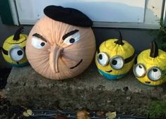 halloween pumpkins No carve Gru amp; Minion pumpkins - Despicable Me - easy Halloween Pumpkin ideas - Soirée Halloween, Adornos Halloween, Holidays Halloween, Halloween Pumpkins, Halloween Minions, Funny Pumpkins, Halloween Season, No Carve Pumpkin Decorating, No Carve Pumpkin Ideas