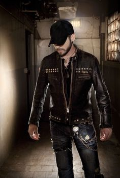 Brantley Gilbert // not a huge fan of him, but this photo is brilliant.