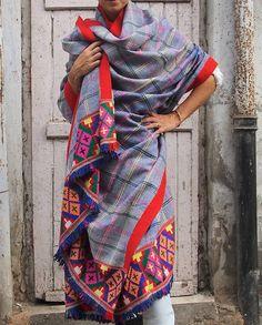 Vintage ricamato tribale tribale, coperta scialle, coperta tradizionale Kulu, Extra Large, coperta del tiro, uno di un genere, HCS00126 di Hanamer su Etsy https://www.etsy.com/it/listing/257468391/vintage-ricamato-tribale-tribale-coperta