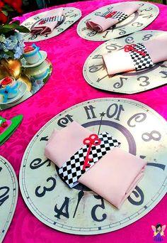 """Tema """"Alice no País das Maravilhas"""" para festa de 15 anos - Debutante"""
