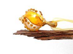 ♡ milk & honey ♡ lampwork pendant with nouveau bail (TierraCast)    Die *handgearbeitete Lampwork-Perle* besteht