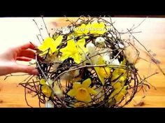 Jak wykonać ładną dekorację kwiatową na stół ze świeżych kwiatów? www.1001dekoracji.pl - YouTube