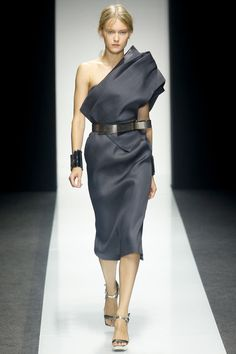 Draped and belted charcoal dress by Gianfranco Ferré | Spring 2014 Ready-to-Wear Collection | Style.com